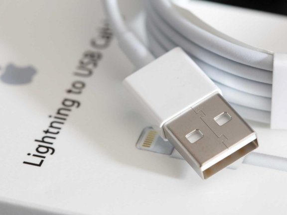 a-reversible-usb-charger