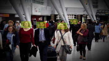 airportCrowd1