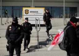 Amazon depo işçileri greve gitti