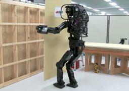 İnsansı robot montaj yapıyor