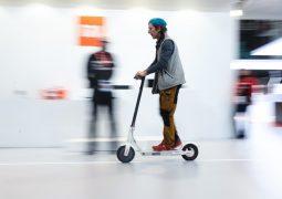 Hacker'lar e-scooter'ları hack'ledi