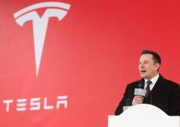 Elon Musk, Tesla çalışanına vurdu mu?